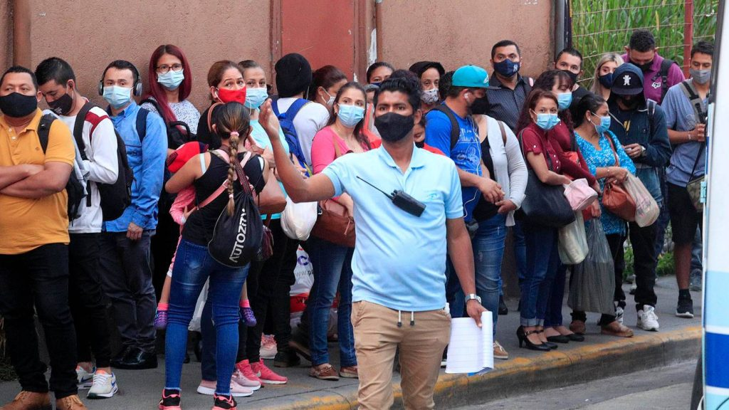 The most optimistic forecasts indicate that the peak of the epidemic wave will reach within a week - La Nación