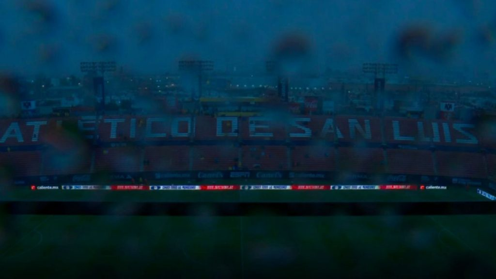 A storm delayed the start of the Atletico San Luis match against Zulos and left the stadium without light