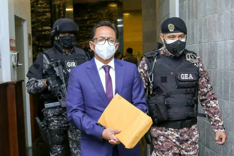 Parliament monitors and Ecuador's ombudsman is fired (+ photo)