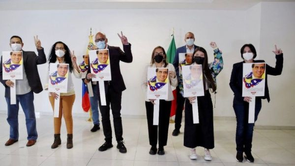The Venezuelan government delegation arrives in Mexico to participate in a dialogue with the opposition