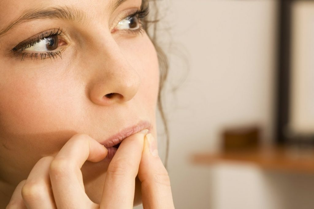 The dangers of nail biting on our oral health