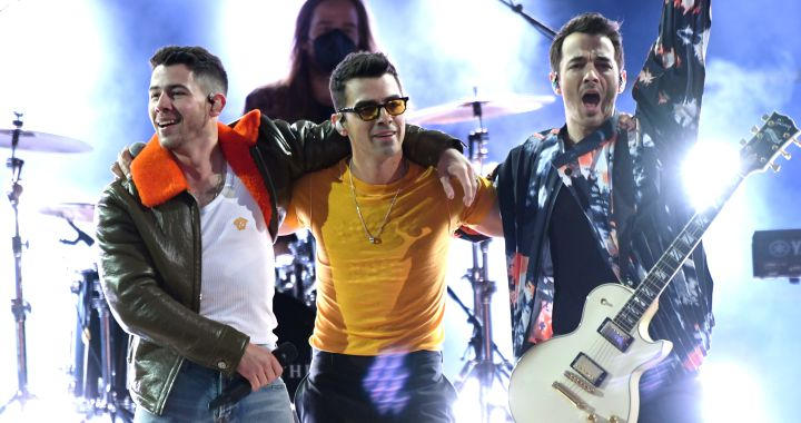 """""""Who's in Your Head"""": The Jonas Brothers' New Song That Brings Together Legendary Composers 
