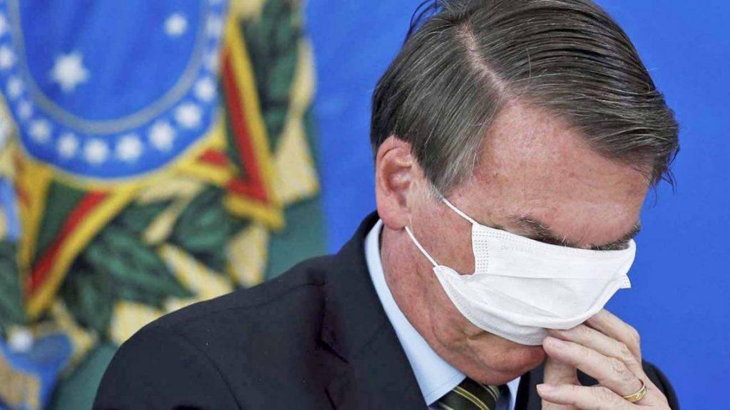 WhatsApp Bolsonaro: praise for Pinochet, criticism of the vaccine, and anti-gay jokes