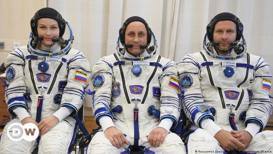 First movie in space: Russia will launch a camera crew for the International Space Station on Tuesday (can be watched live)    Science and Ecology    DW
