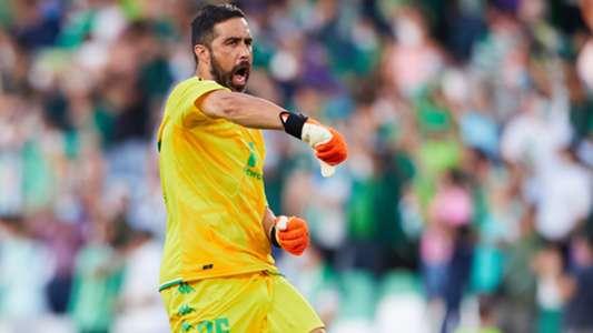 Pellegrini asks Betis to renew Claudio Bravo