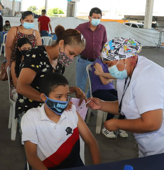 - holding a vaccination day in health centers, municipal and educational institutions;  Low attendance in municipal centers    community    Guayaquil